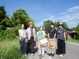 軽井沢アーティストインレジデンス2017 松岡さんご夫妻との記念写真